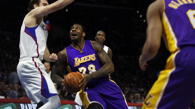 Tarik Black drives to the hoop against the Clippers in garbage time (Rick Loomis / Los Angeles Times).