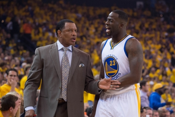 May 5, 2015; Oakland, CA, USA; Golden State Warriors associate head coach Alvin Gentry (left) talks to forward Draymond Green (23) during the first quarter in game two of the second round of the NBA Playoffs against the Memphis Grizzlies at Oracle Arena. The Grizzlies defeated the Warriors 97-90. Mandatory Credit: Kyle Terada-USA TODAY Sports