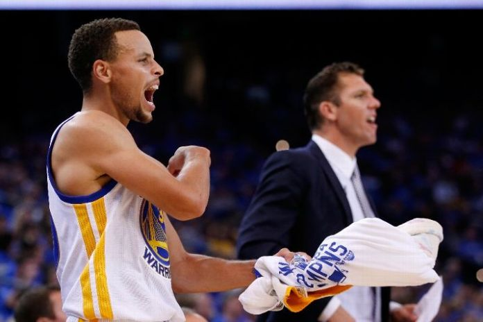 With the Warriors hot 19-0 start, interim head Coach Luke Walton has been named Coach of the Month for November despite a technical 0-0 record mark under his name. (Photo by Ezra Shaw/Getty Images).